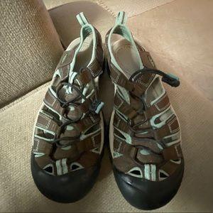 Keen Sandals Size 7.5